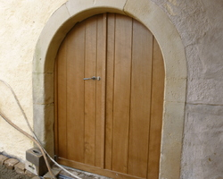 Luxembourg - Réalisation d'une porte sur mesure en chêne