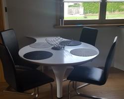 Kédange sur canner - Menica Menuiserie - Création d'une table en résine de pierre (CORIAN)