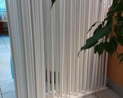 Menica Menuiserie - mur de séparation réalisé avec des bâtons en bois
