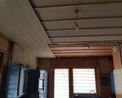 Menuiserie MENICA - Réalisation d'un plafond en panneaux de bois et lumineux : photo début des travaux