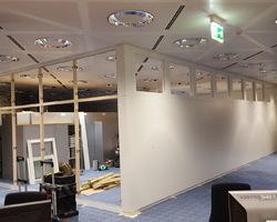 Kirchberg Luxembourg - MENICA - création d'une cloison en panneaux stratifiés blanc