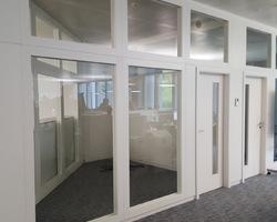 Kirchberg Luxembourg - MENICA - cloison cadre bois vitrage verre feuilleté