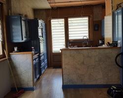 Menuiserie MENICA Buding - ancienne cuisine également réalisée par nos soins (il y a bien longtemps). Emplacement avant